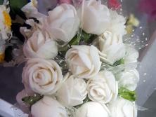 FA010 -Flores artificiais, confeccionada em papel e Eva com tule. Lindas cores!