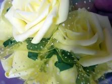 FA001 -Flores artificiais, confeccionada em papel e Eva com tule. Lindas cores!