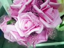 FA002 -Flores artificiais, confeccionada em papel e Eva com tule. Lindas cores!