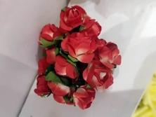 FA004 -Flores artificiais, confeccionada em papel e Eva com tule. Lindas cores!
