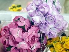 FA007 -Flores artificiais, confeccionada em papel e Eva com tule. Lindas cores!